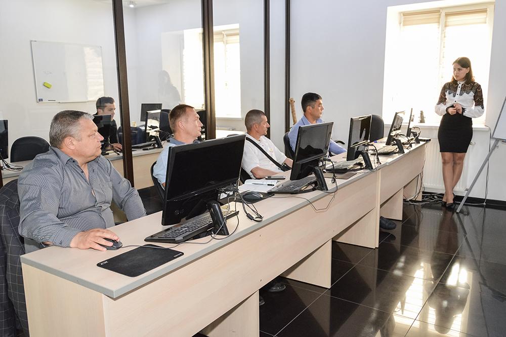 В ЦБТ-Черновцы поздравили выпускников курсов продвинутого трейдинга - фото 1