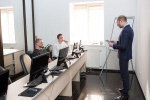 В ЦБТ-Черновцы состоялось вручение сертификатов очередной группе выпускников - 2 фото