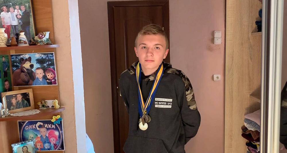 Лекарства и фрукты для спортсмена — ЦБТ-Черновцы помог подростку-инвалиду