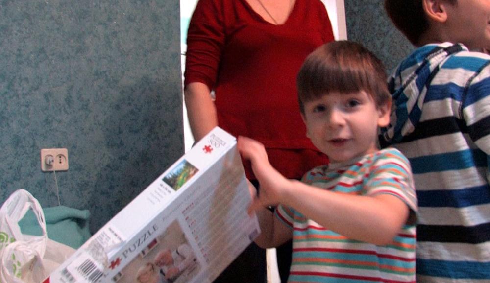 ЦБТ-Київ відвідав багатодітну сім'ю, що живе увісьмох в двокімнатній квартирі