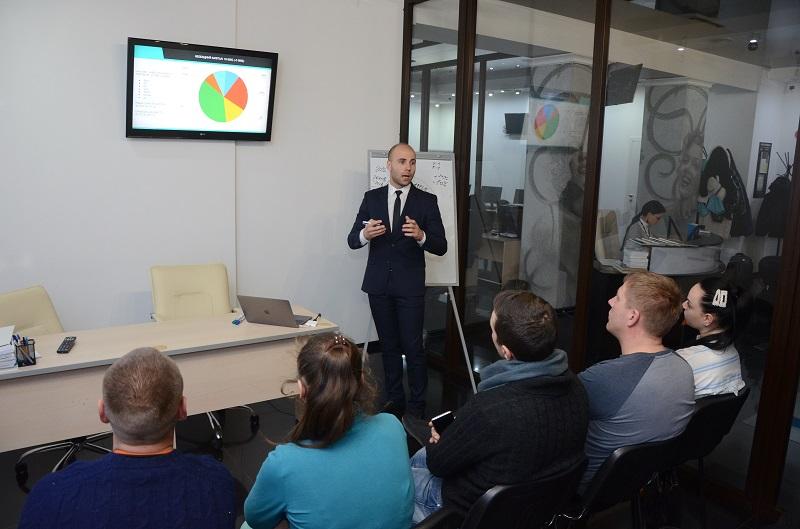 На одном дыхании. В Черновцах состоялся семинар по финансовой грамотности и инвестированию - 5 фото