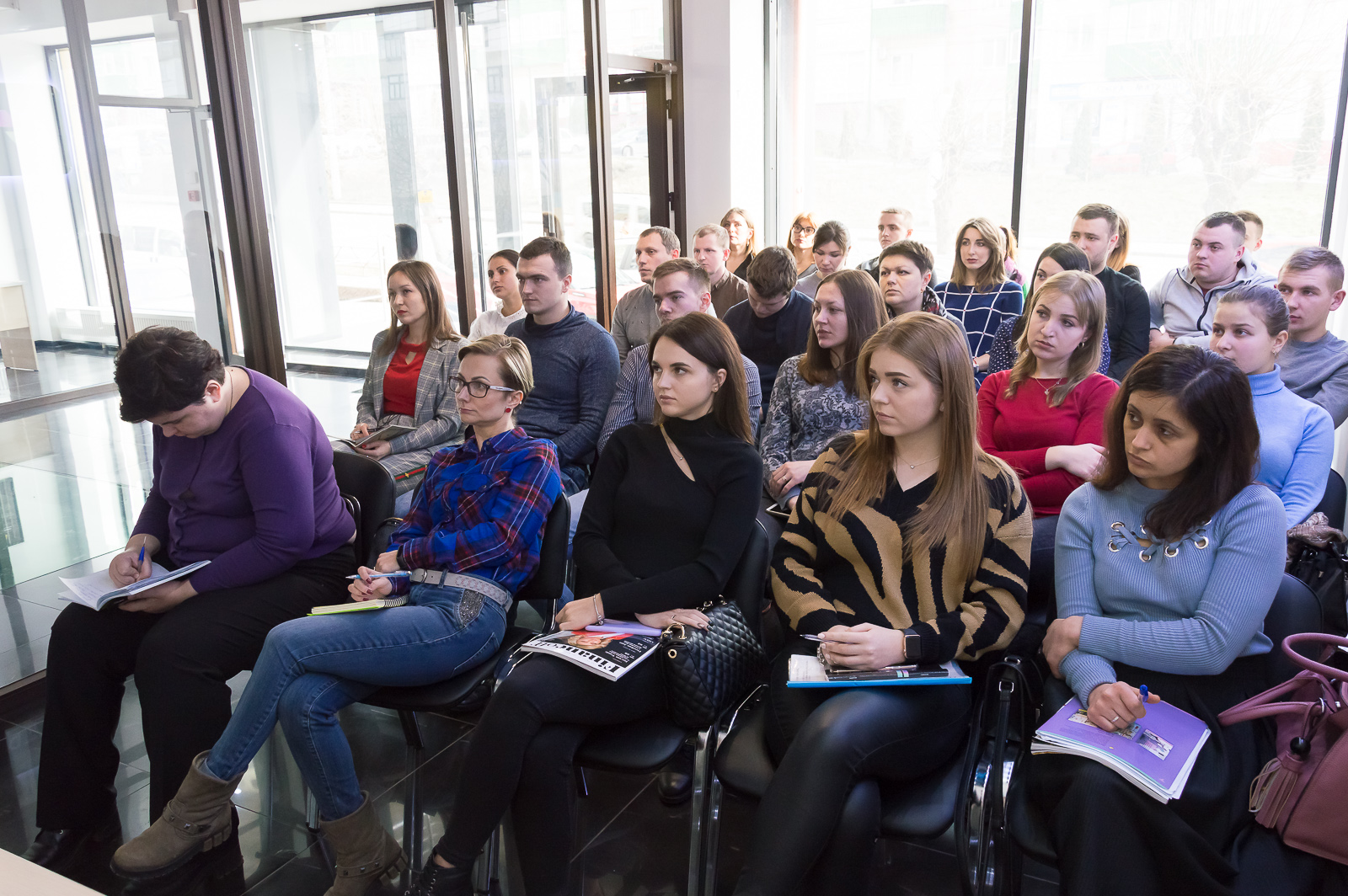 """Лекцію """"Фінансові ринки та основи біржових технологій"""" в Чернівцях відвідали студенти та викладачі МАУП - 13 фото"""