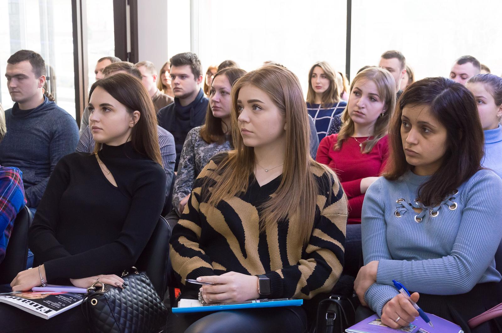 """Лекцію """"Фінансові ринки та основи біржових технологій"""" в Чернівцях відвідали студенти та викладачі МАУП - 12 фото"""