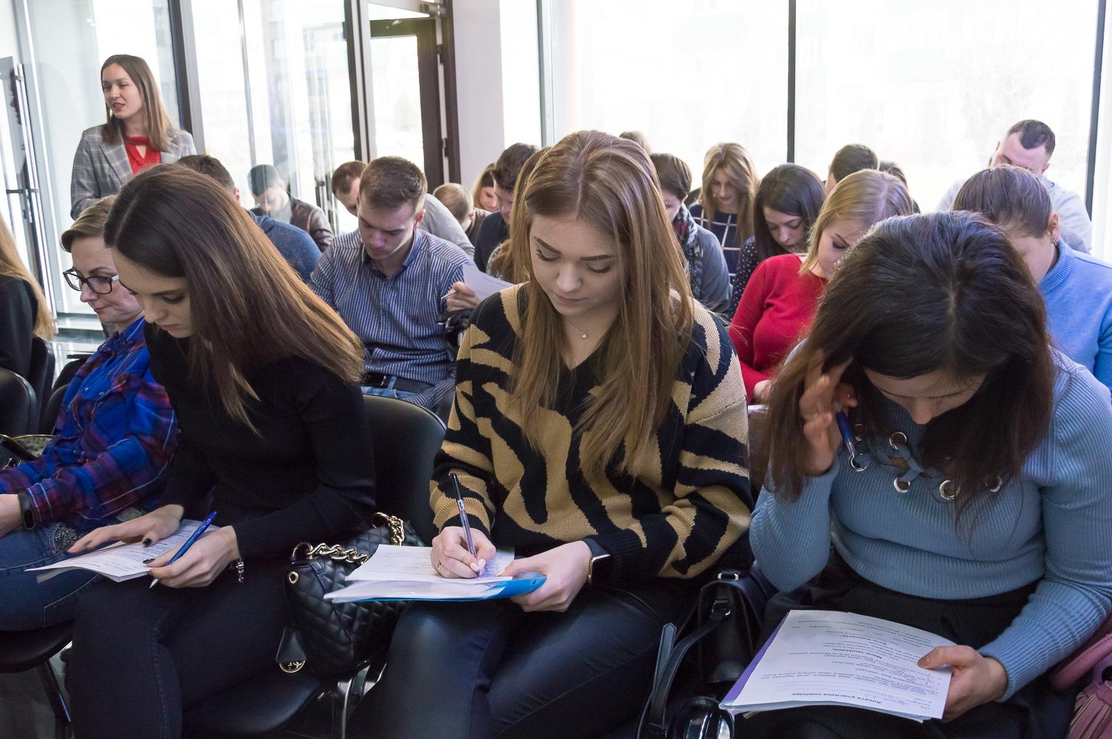 """Лекцию """"Финансовые рынки и основы биржевых технологий"""" в Черновцах посетили студенты и преподаватели МАУП - 14 фото"""