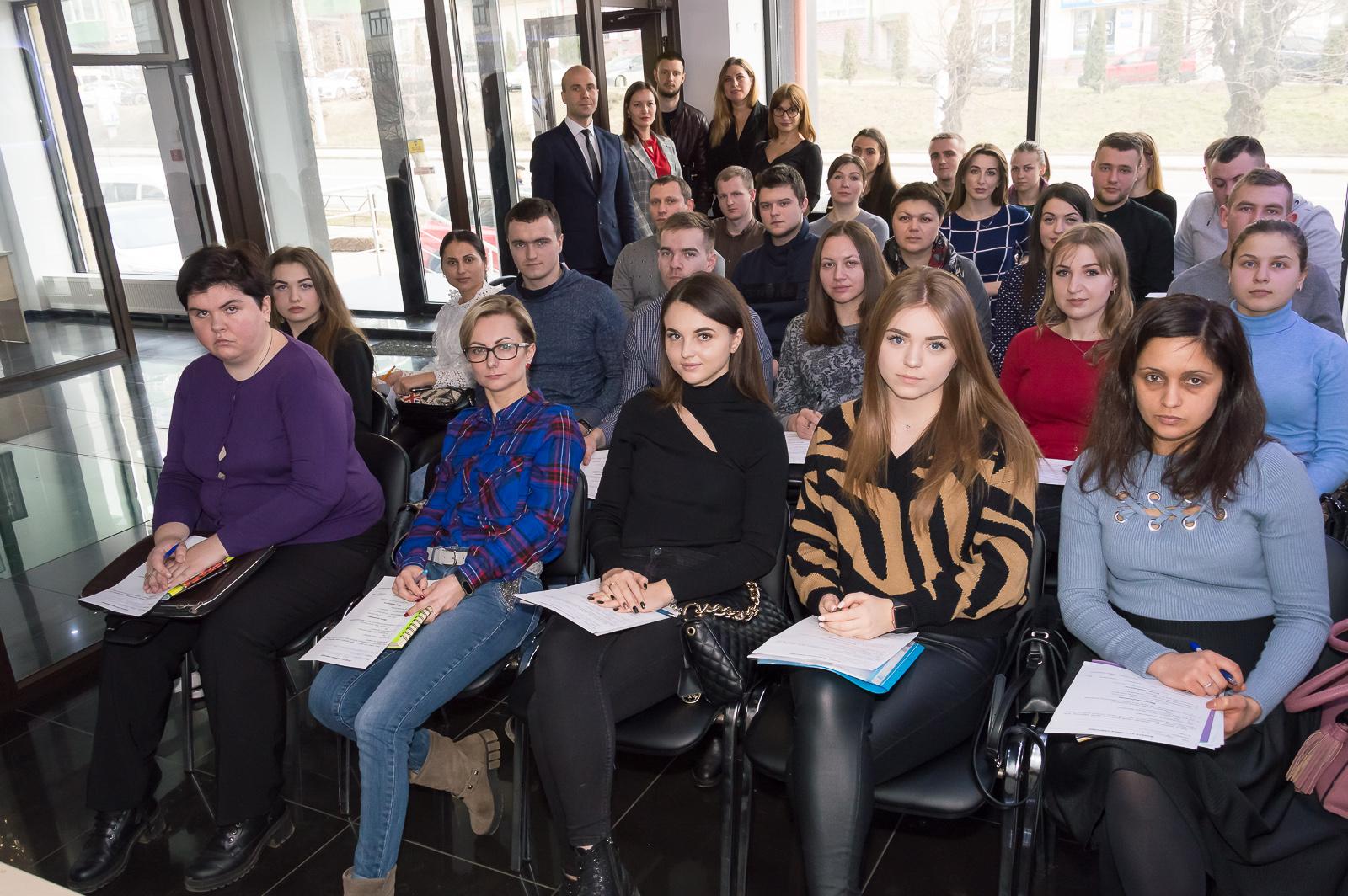 """Лекцию """"Финансовые рынки и основы биржевых технологий"""" в Черновцах посетили студенты и преподаватели МАУП - 15 фото"""
