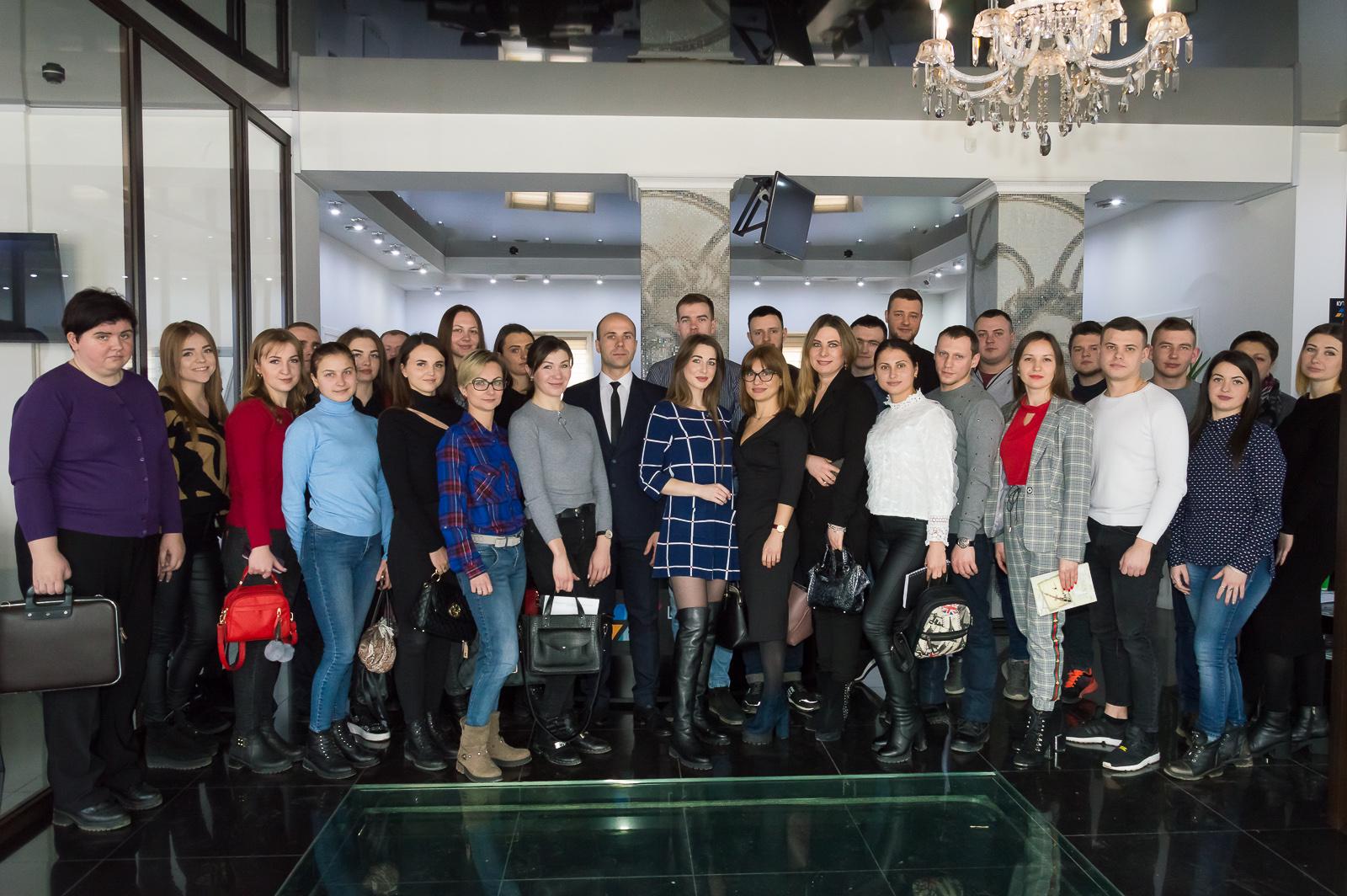 """Лекцію """"Фінансові ринки та основи біржових технологій"""" в Чернівцях відвідали студенти та викладачі МАУП - 2 фото"""