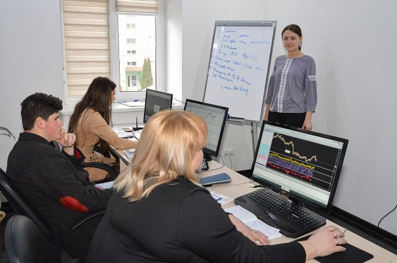 Жители Черновцов продолжают пополнять ряды активных участников биржевой торговли - 3 фото
