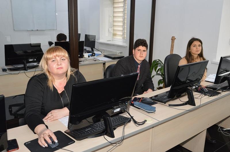 Жители Черновцов продолжают пополнять ряды активных участников биржевой торговли - 6 фото
