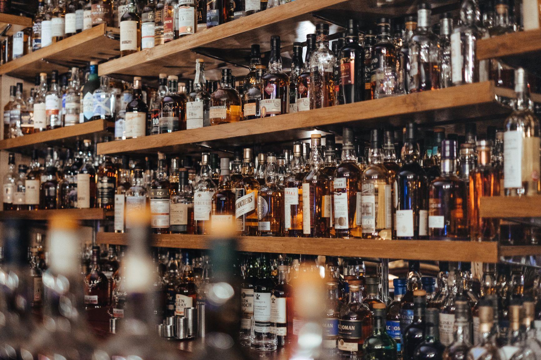 Алкогольные напитки в Украине подорожают. Каким будет экономический эффект?  - фото 1