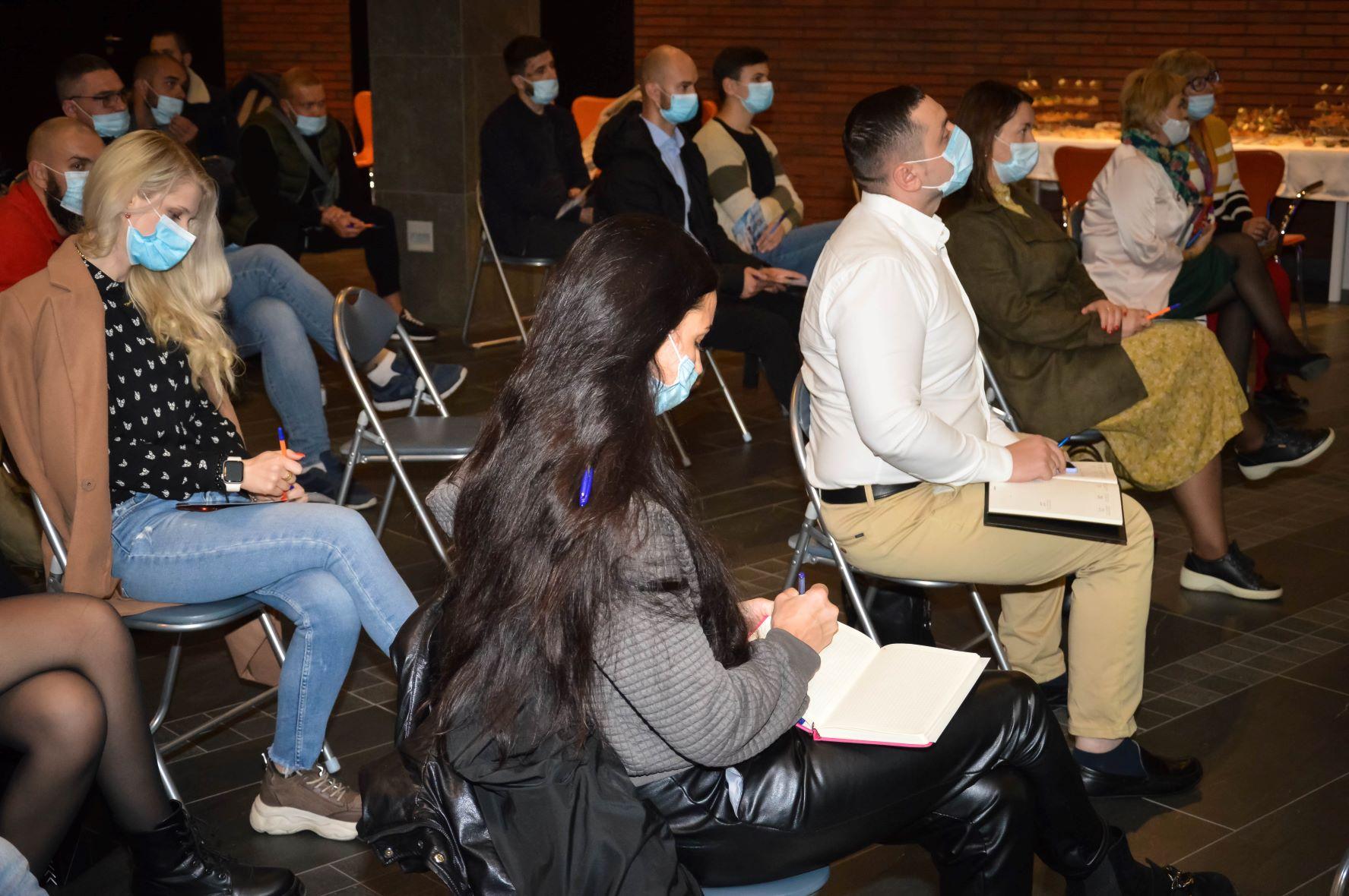 ЦБТ провів актуальну дискусійну панель в Чернівцях - 18 фото